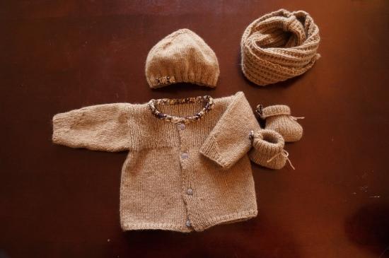 gilet bonnet chaussons snoodle tricot cachemire bébé